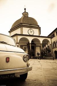 Eine malerische kleine Stadt inkl. italienischer Autoklassiker / aktualisiert A picturesque little town incl. classic Italian cars