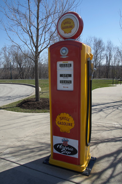 Route 66 Park<br /> This park has an overlook for viewing the historic Collins Street Prison where the Blues Brothers and other movies were filmed.  Informational kiosks highlight Route 66 attractions in Joliet with directions, photos, and messages.