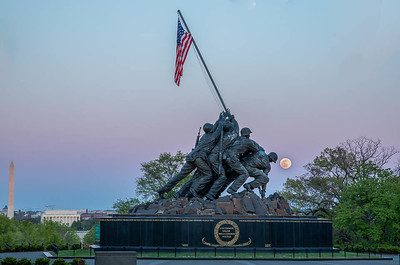 @NationalParksAtNight DC workshop. The @Iwo_Jima Memorial, with the moon rising just to the south.  Planned with @PhotoPills.  April 26, 2021  ©2021 Henry S. Winokur