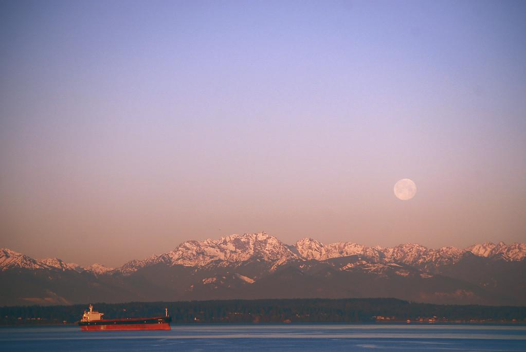 Moonset at Bell Pier no.2