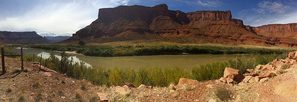 Hwy 128 - to Moab from Cisco - Utah USA - Colorado River
