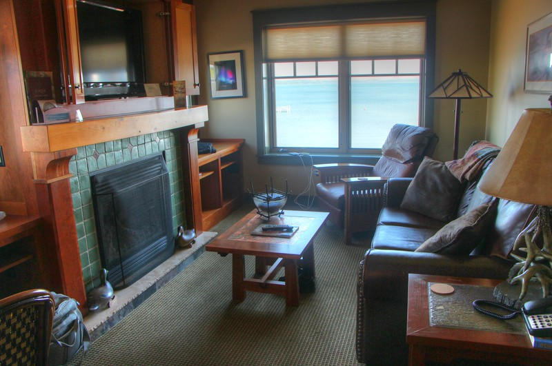living room IMG_1727_8_9_tonemapped
