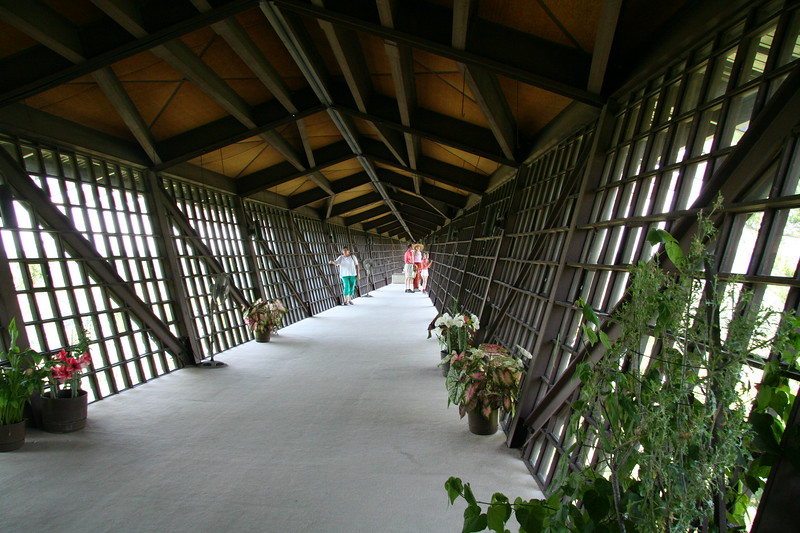 The Infinity Room, with no visible supports extends out 200 feet from the rest of the house.