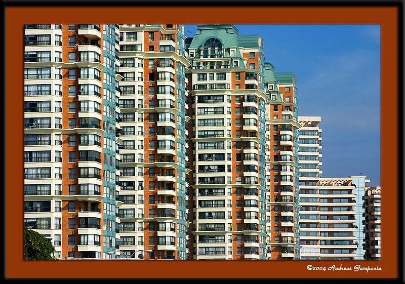 An apartment complex near the beach in Viňa Del Mar
