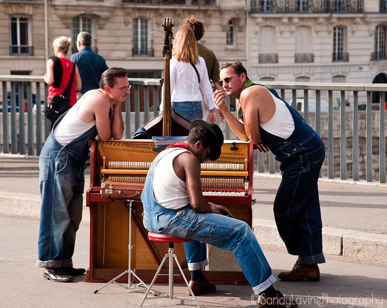 Trio on the Pont Saint Louis
