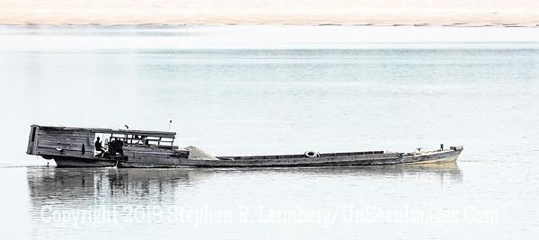 Barge on Delta - Copyright 2018 Steve Leimberg UnSeenImages Com _Z2A7832