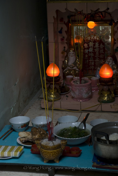 Sunday morning seems to be the time for worshipping, in community around Giac Vien Pagoda