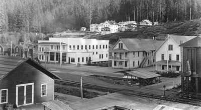 The railroad passed hotels and other businesses along the main street. The large house in the upper center was the original Rinehart hospital.