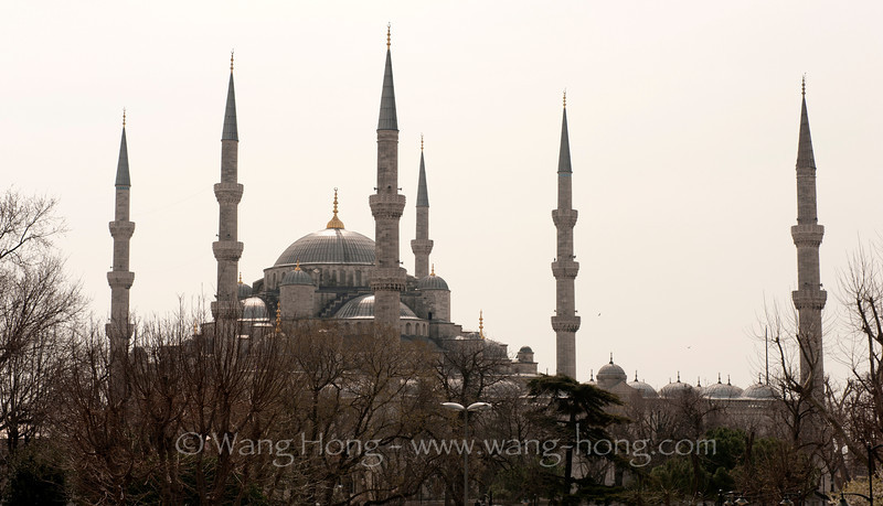 "Sultanahmet Camii, the ""Blue Mosque"", built from 1609 to 1616. The design is the culmination of two centuries of both Ottoman mosque and Byzantine church development."