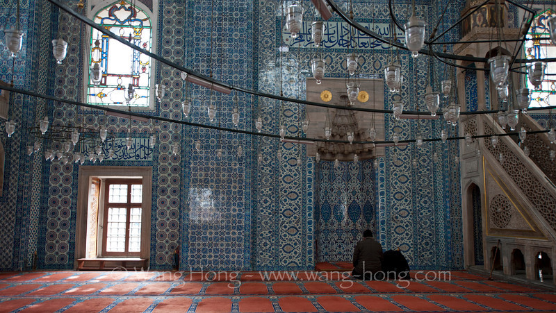 The very beautiful small Rüstempaşa Camii in Istanbul, built by the great Ottoman architect Sinan from 1561 to 1563.