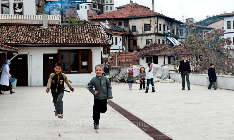In Safranbolu. Small kids at school excited to see a smiling face that looked quite different from what they are used to in daily life. Independent travellers with an east-Asian look are still not common in this town.