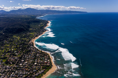 Lineups surfs at Sunset Beach in Haleiwa, United States on December 9, 2017