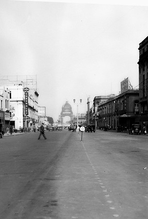 "Mexico city, probably 1929-1931 since Vikings were only sold in those years. The sign in the road says ""No estacionar aqui"" which translates to ""Do not park here"". The building in the background is Monumento a la Revolución. Thanks to Richard from Ottowa for the astute observations!"