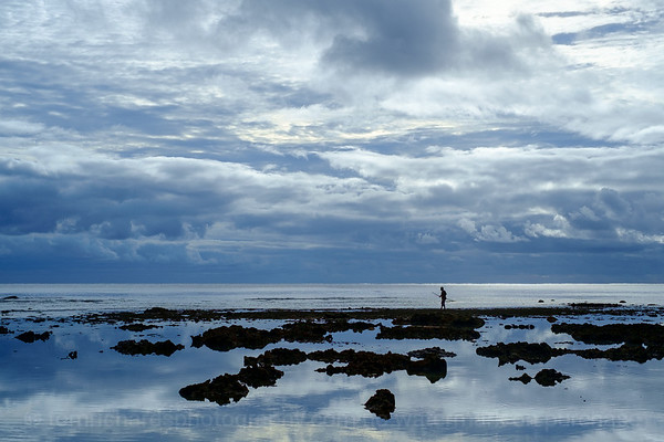 Vanuatu, Tanna, Enefa, Fishing with Bow and Arrow, Reef and Sky