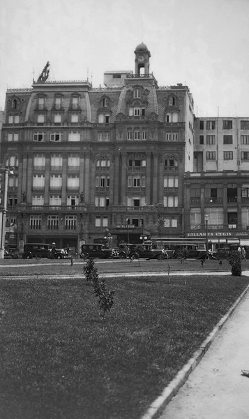 1930s, The Hotel Regis, which was destroyed by the earthquake in 1985.