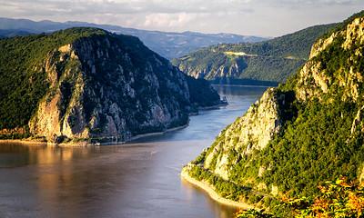 Dunarea la Cazane si Pestera Ponicova