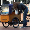 In big cities in Holland you see this type of bicycles more and more.<br />  Dit soort fietsen zei je steeds meer in de grote steden in het westen van Nederland.