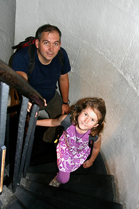 We climbied the 311 steps up the Monument, and Eleanor was first to the top with her springy legs. Mummy was last.