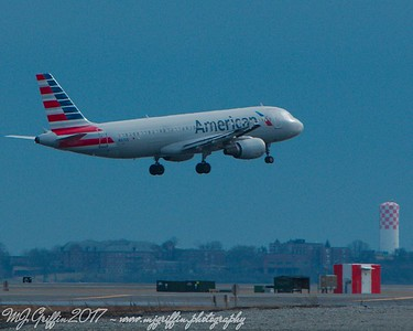 American Airlines Airbus A320 landing at Logan.