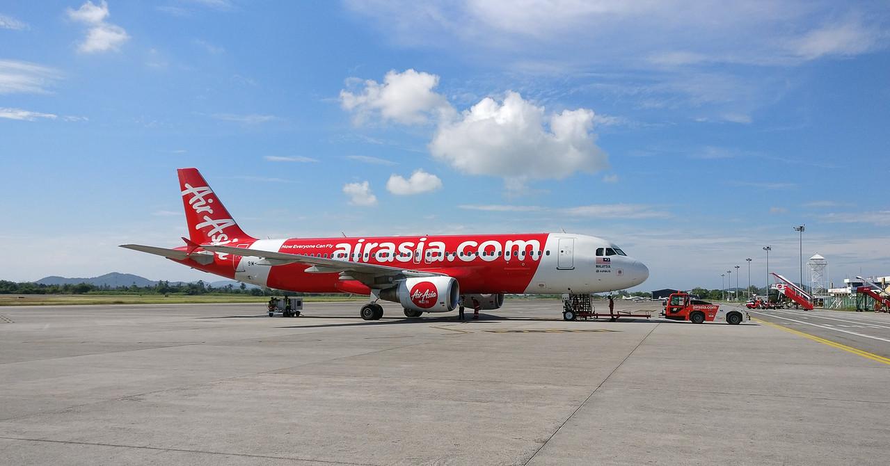Air Asia A320 in Langkawi LGK WMKL.