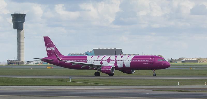 WOW Air Airbux A321-211 TF-MOM in Kopenhagen/DK.