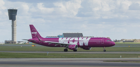 WOW Air Airbux A321-211 TF-MOM in Kopenhagen/DK.