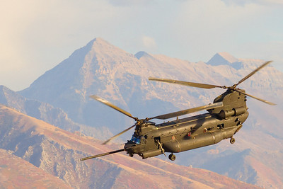 MH-47 Chinook take off