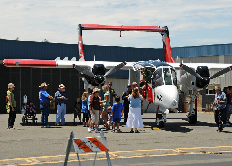 """Shot these crowd shots from Gary's pickup on the way to climb aboard the Blue Duck for some aerial shots. Felt good to sit down for a bit. The Bronco is much bigger """"live"""" than I expected --- awesome airframe."""