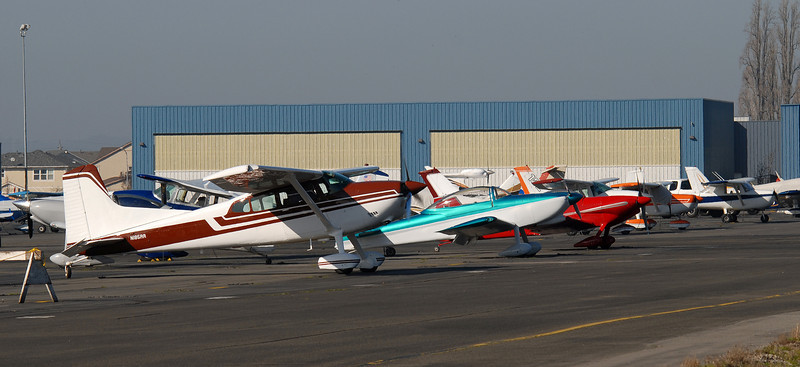 Several tail draggers -- Cessnas and RVs flew in throughout the day as well.