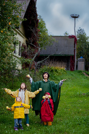 Apple Thieves in Kobylkino
