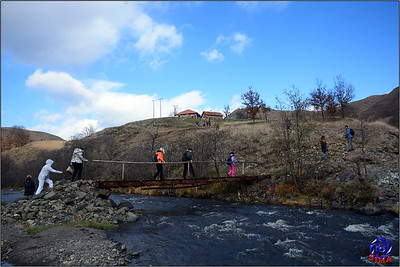 Inprovizovani most preko kamenice