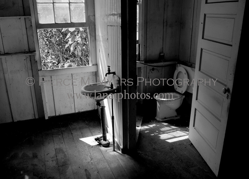 Bathroom in Maunalei Pumphouse Quarters