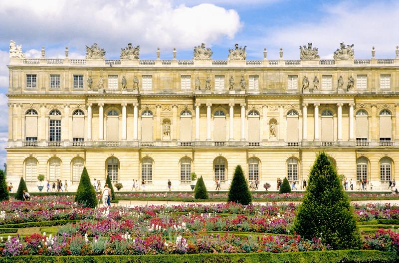 Garden view - Palace of Versailles - Paris, France