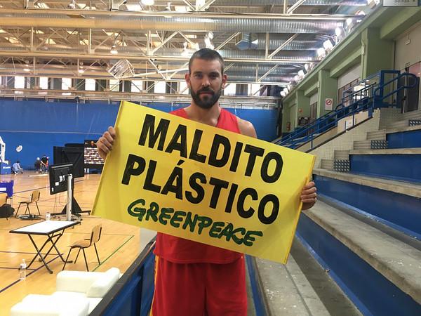 Marc Gasol se une a Greenpeace contra el #MalditoPlástico