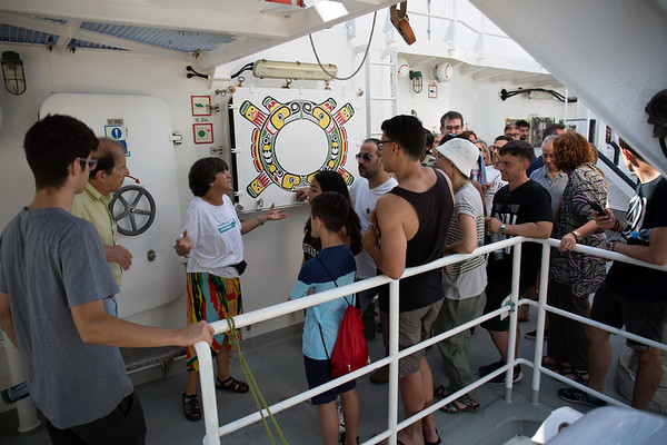 El Rainbow Warrior llega a Barcelona pidiendo menos plásticos y más Mediterráneo