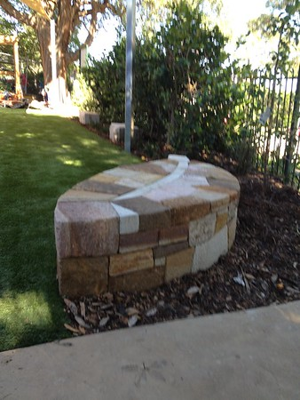 sandstone gum leaf seat