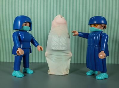 COVID-19 Body Condom Instruction. Playmobil