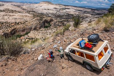 Playmobil mini- Margy, Jaypeg, & H-W. Calf Creek viewpoint, Garfield County Utah
