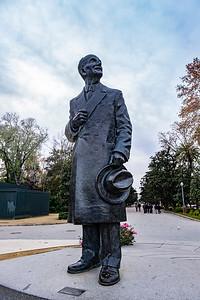 Statue of architect Aníbal González, Plaza de España