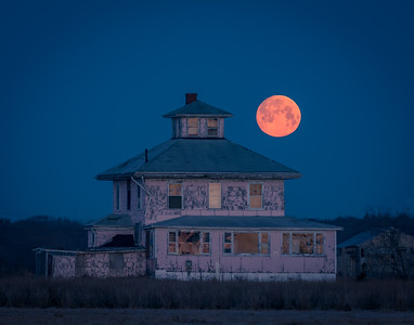 Full moon setting over Newbury's iconic Pink House