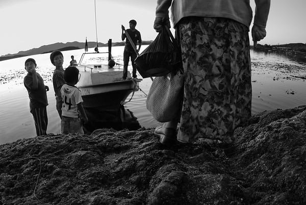 Doña Rosa regresando a su casa unas cuantas islas más allá