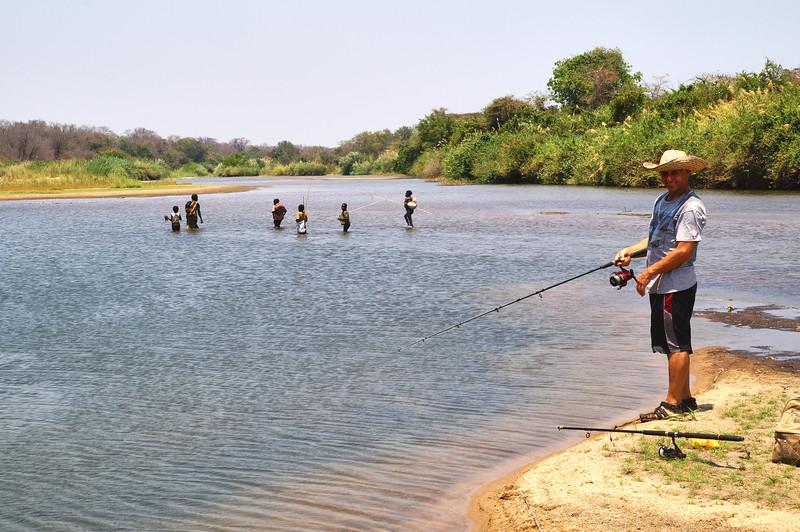 AF 528 - Zambia, Chingombe River, Fr. Roman Janowski SVD