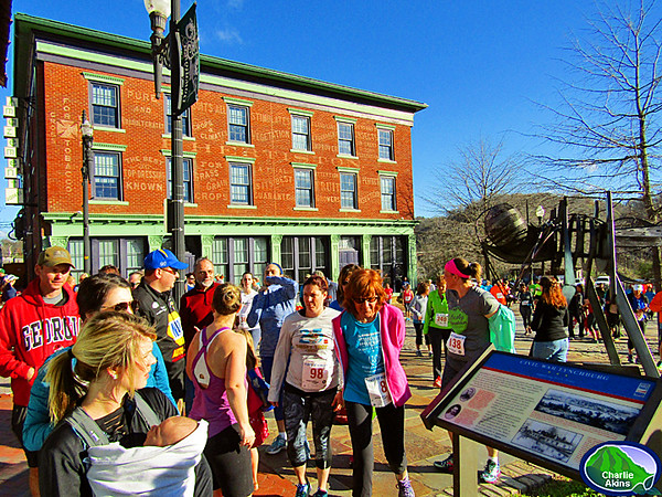 Runners head towards the starting point.