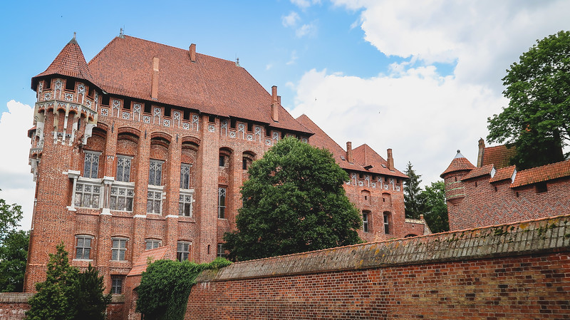 A Day Trip to Malbork: Visiting the Biggest Castle in the World!