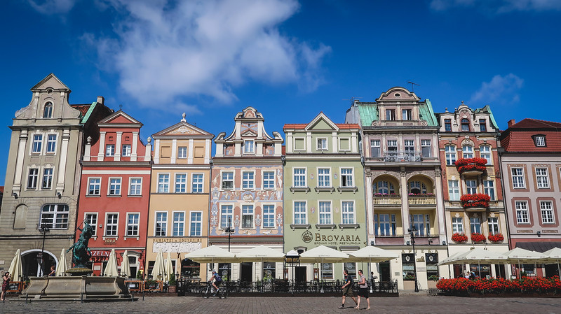 One of the most popular things to do in Poznan is to visit the Merchant Houses in the square.