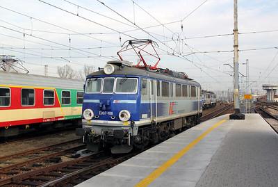 2) EU07 106 at Warsaw Wschodnia on 2nd November 2012