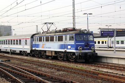 2) EU07 196 at Warsaw Wschodnia on 2nd November 2012