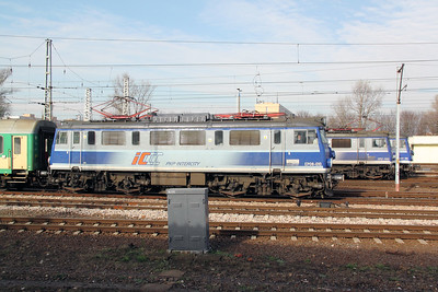 2) EP08 010 at Warsaw Wschodnia on 2nd November 2012