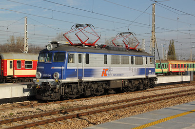 1) EP07 1046 at Warsaw Wschodnia on 2nd November 2012