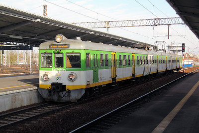 EN57 1743ra at Warsaw Wschodnia on 3rd November 2012